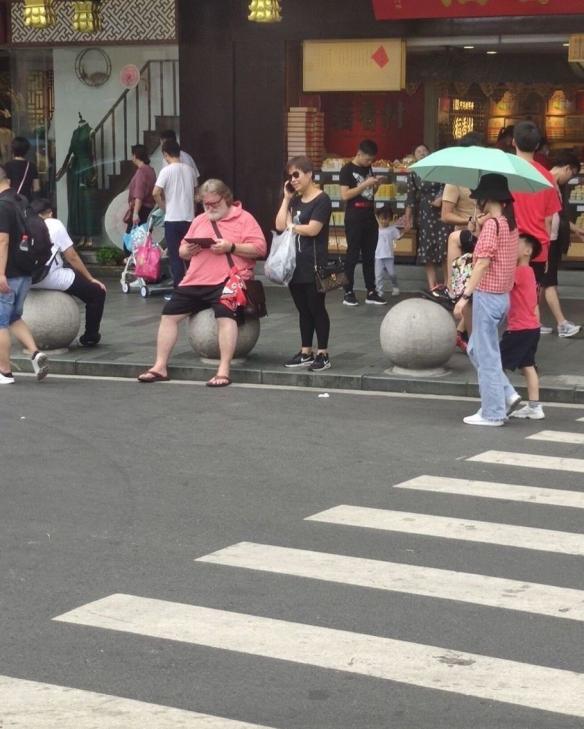 上海街头偶遇G胖:网友恶搞之传说中的炼金术师!