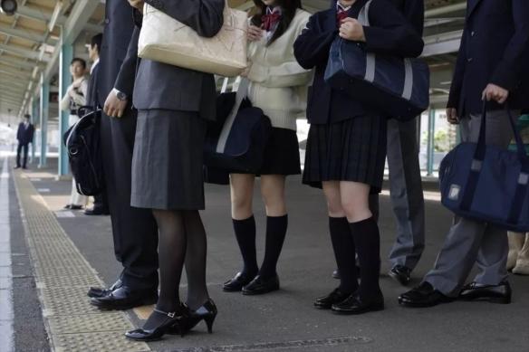 日本宣布废除空姐等职业的裙装制服 痴汉行为太可怕!