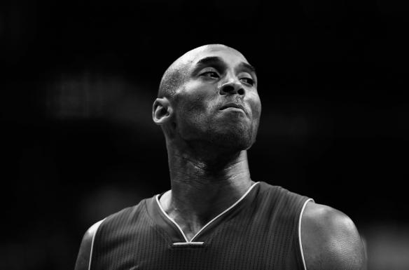 最新十博手机官网_悲报!NBA巨星科比布莱恩特在直升机坠毁事件中丧生