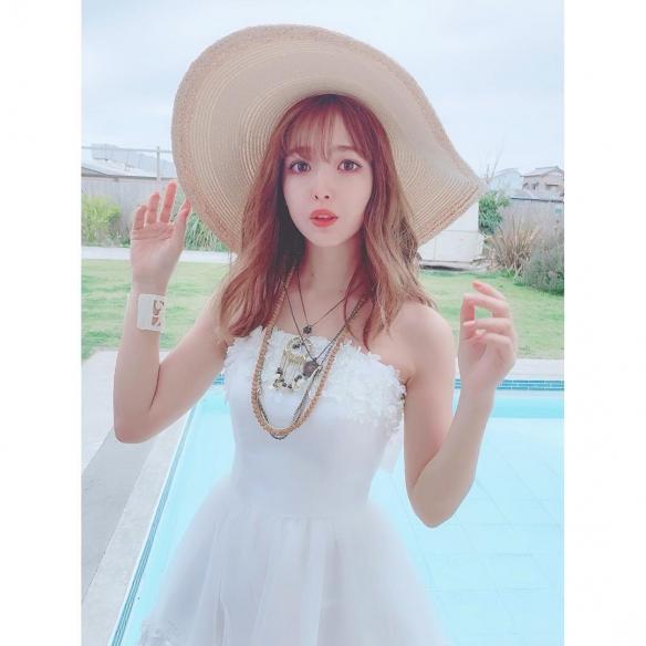 日本混血时装名模藤田妮可美照赏 马甲线蜜桃臀瞩目!