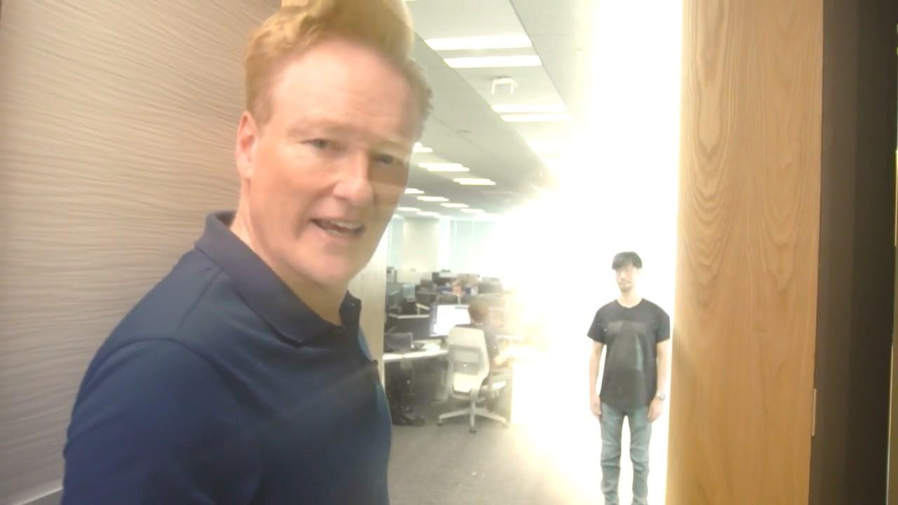 脱口秀主持人柯南造访《死亡搁浅》小岛工作室