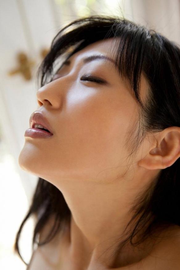 嫁了!今日日本性感女星坛蜜与漫画家清野�匦�布结婚!